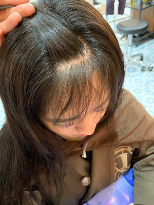 前髪縮毛矯正で丸みのある自然な前髪に