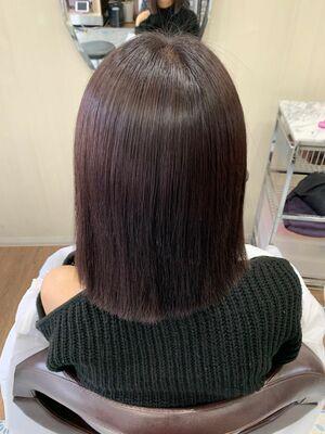 縮毛矯正とヘアカラーの同時施術で髪質改善カシスカラー