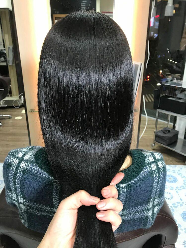 髪質改善縮毛矯正と地毛のような自然な黒髪カラーの同時施術