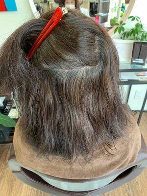 白髪染めを使わない白髪染めカラーと酸性縮毛矯正で乾かすだけでまとまる自然なストレートヘア