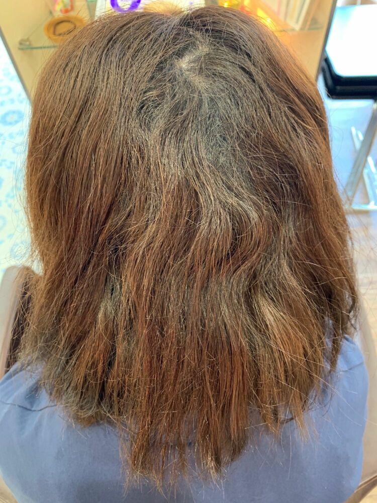 繰り返した白髪染めと縮毛矯正のダメージを髪質改善縮毛矯正でツヤ髪ストレートスタイル