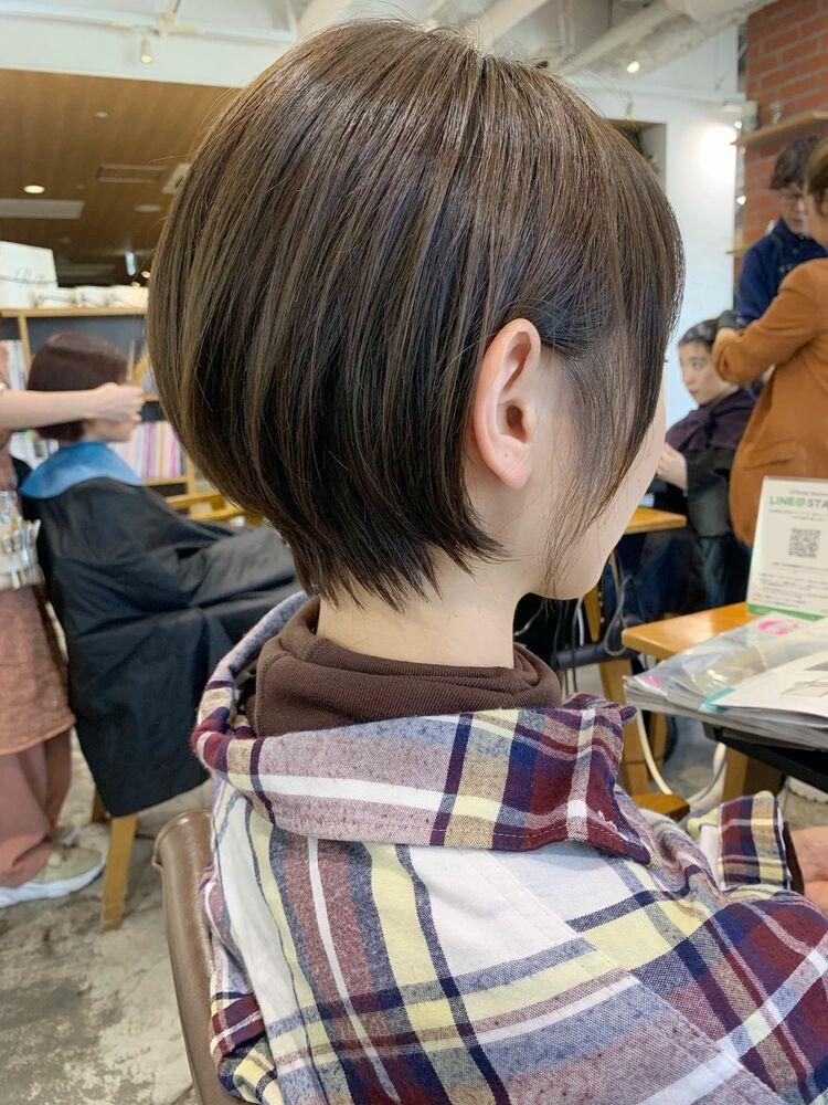 耳掛け丸みショートヘア