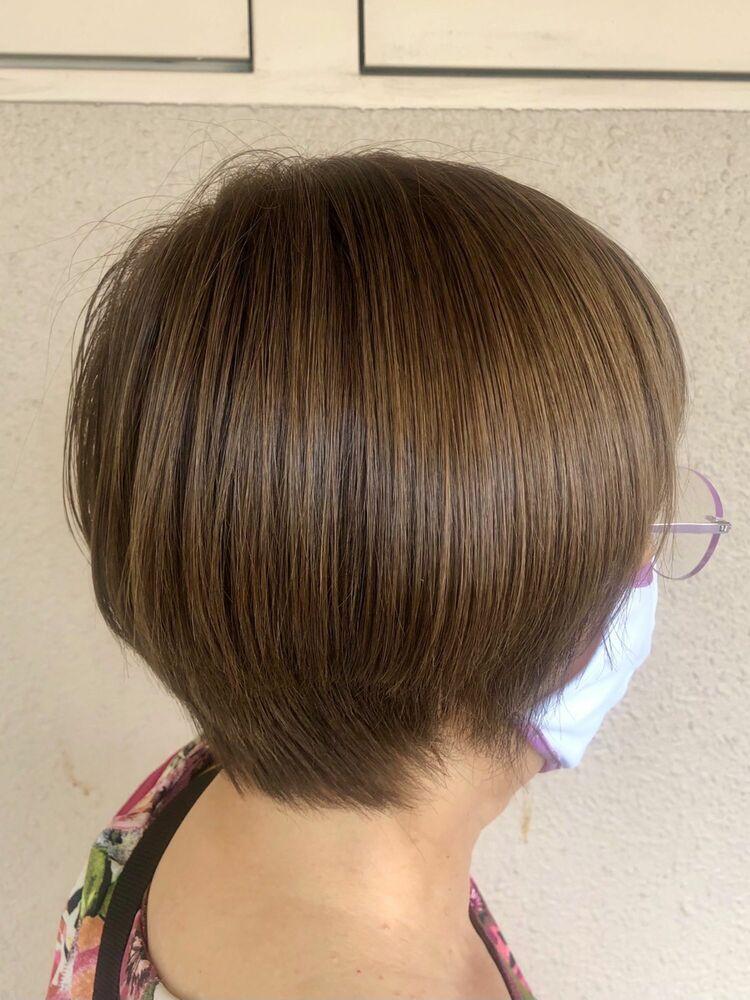 ツヤ髪のあるショートボブヘア