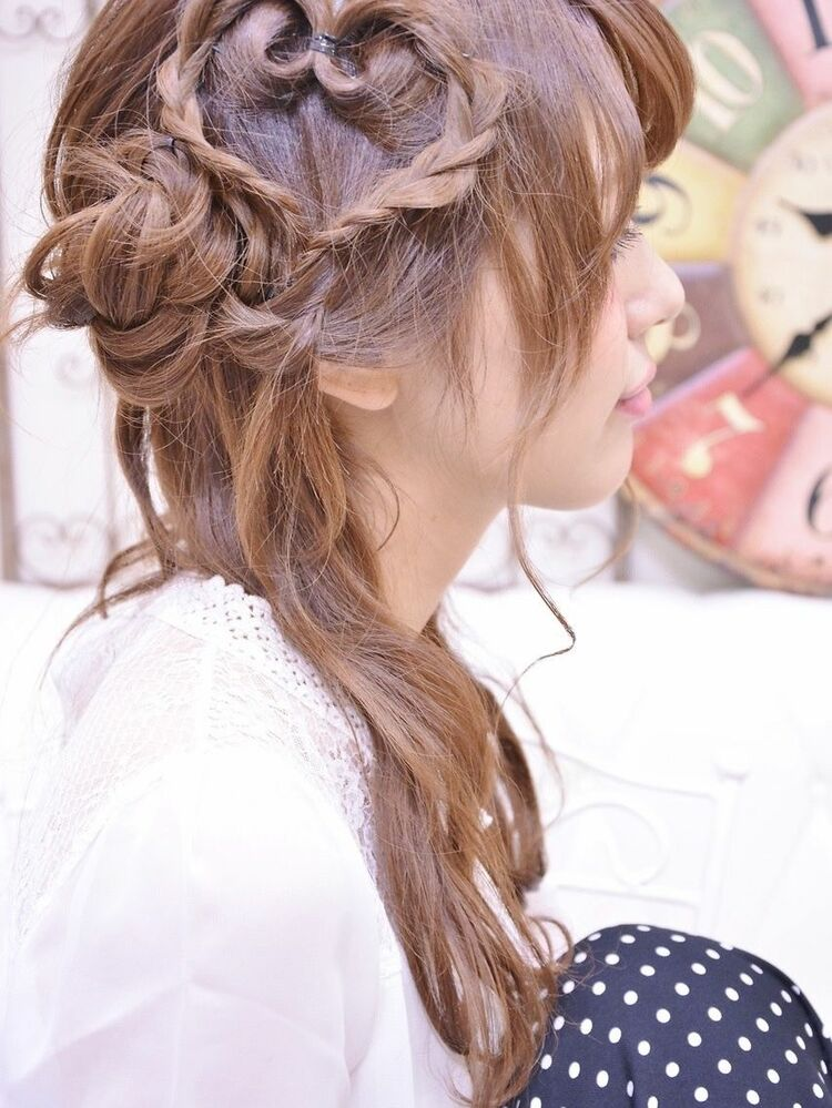 ハートと編み込みのヘアアレンジ・インスタグラム @shiko_kajihara