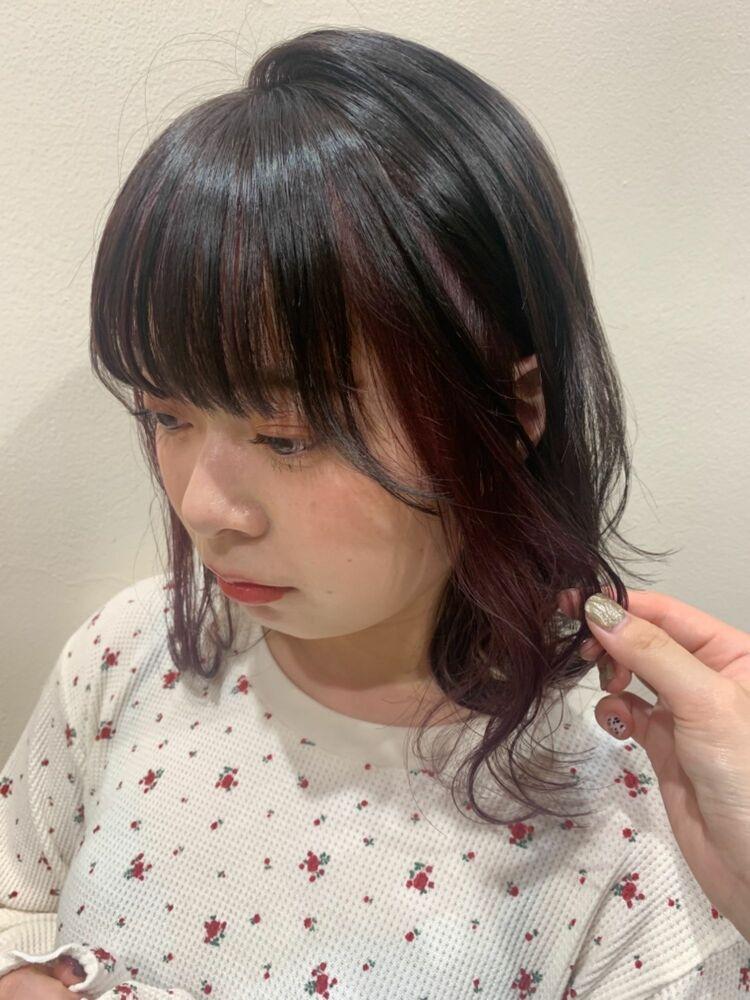 ピンクベージュのイヤリングカラー