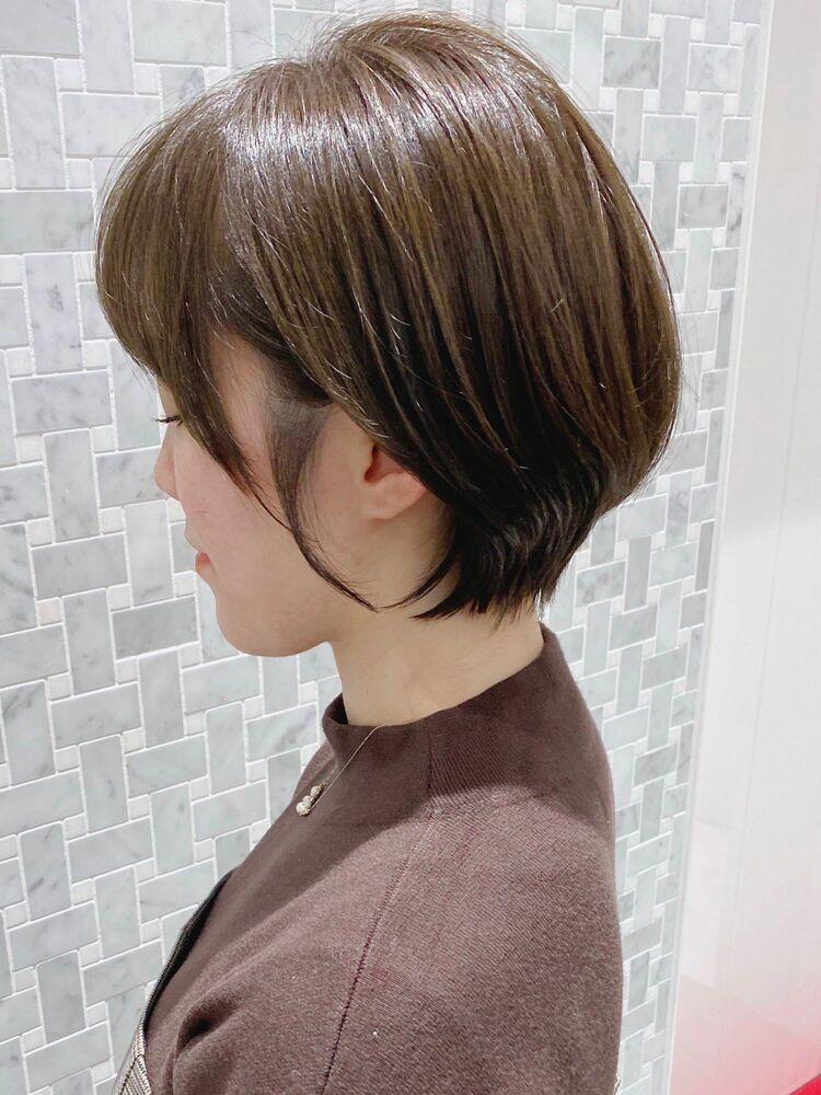 『MINX 銀座二丁目店 副店長 加茂 愛仁』大人可愛い耳かけショートボブ×赤み消しカラー