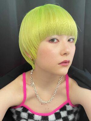 ネオンカラー×マッシュヘア