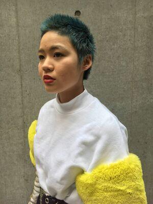 カラーリストNANA『ASSORT TOKYO』グリーンヘアカラー ショートヘア
