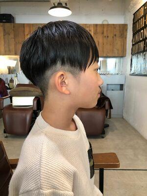 小学生男の子、ツーブロックヘア