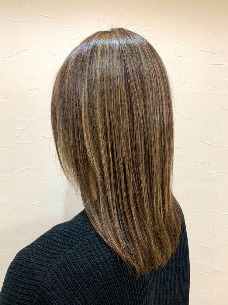 極細ハイライトで髪色に明るさと動きを!
