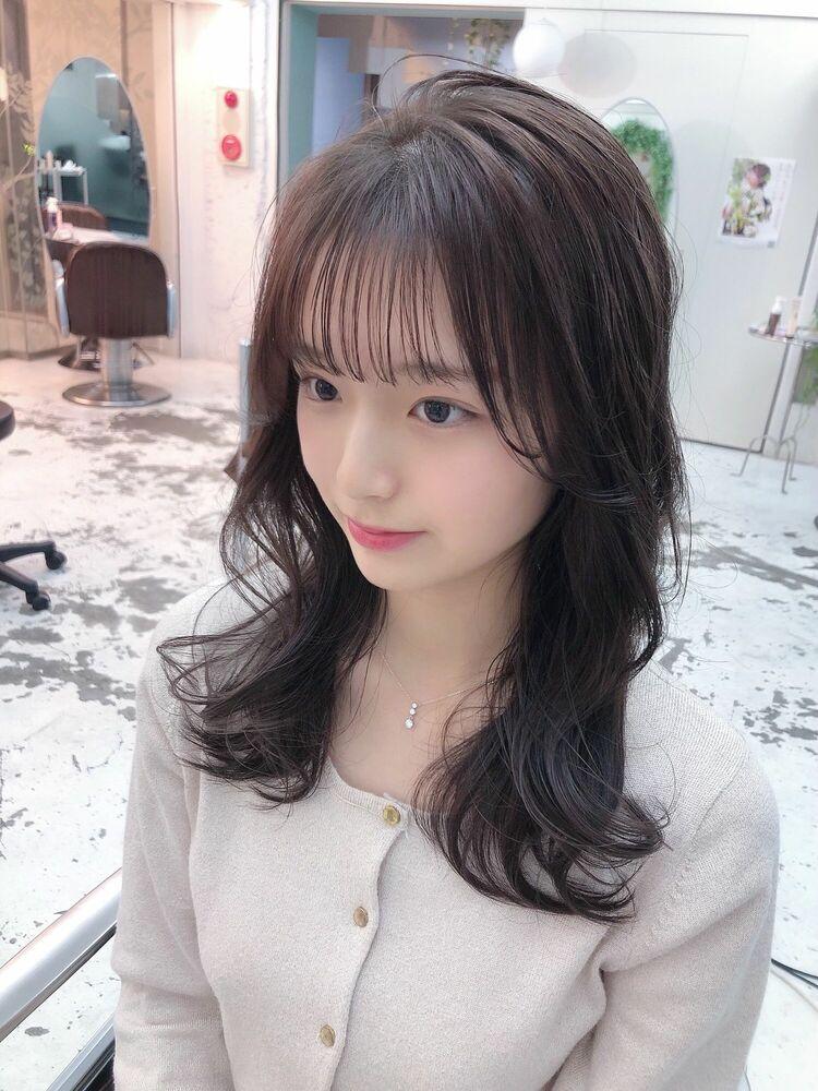 ナチュラルシースルー前髪韓国風セミロングヘアココアグレージュカラー