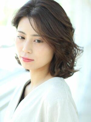 MissEssence甲斐/ニュアンスカール ひし形 フェミニン ミディ