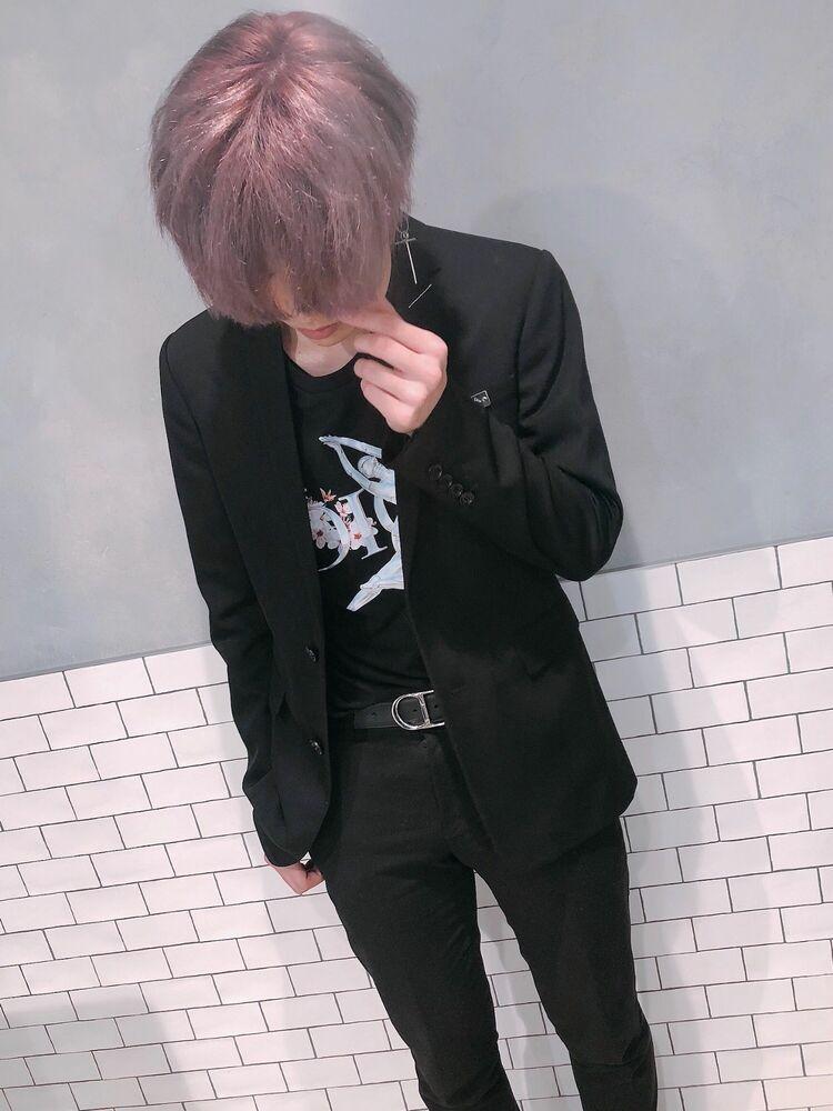 ホワイトピンクカラーで韓国男子スタイル