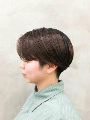 スポーティーショートネープレス◎首元スッキリでも女性らしさは残るスポーティーなヘアスタイル
