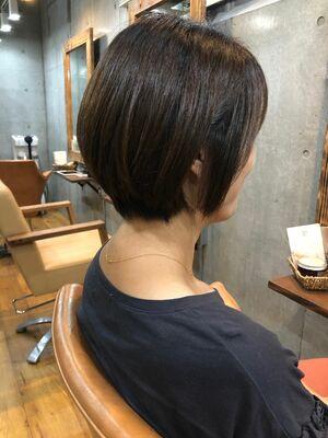 丸みのある小顔ひし形シルエットショートヘア