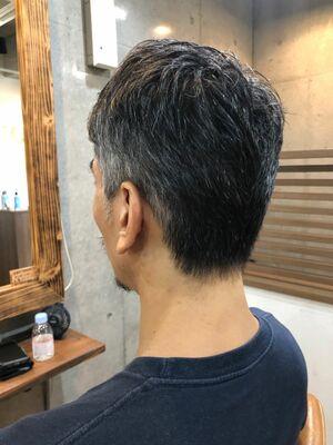 男のグレイヘアベリーショート
