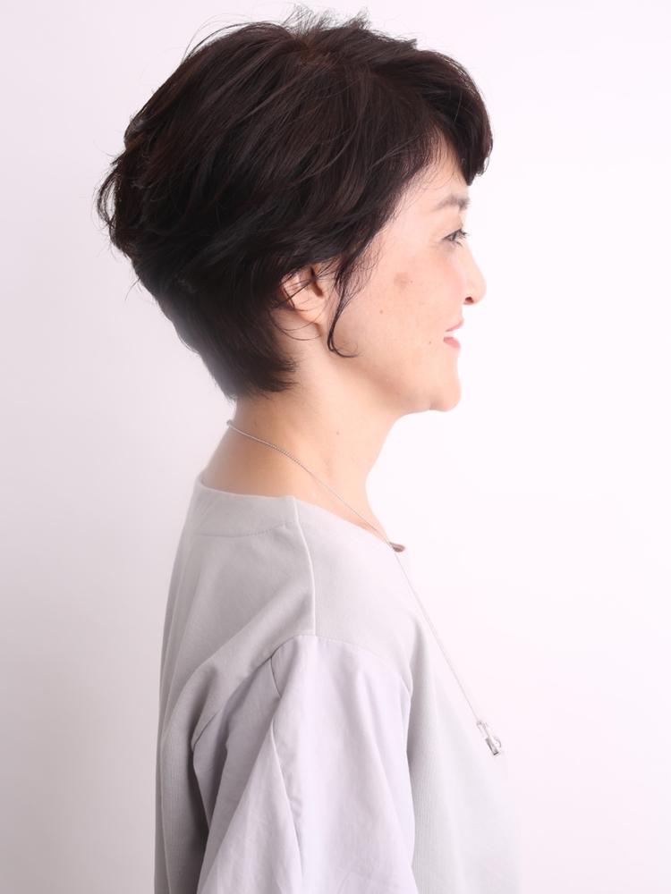 大人のショートヘアをパーマで柔らかくデザイン