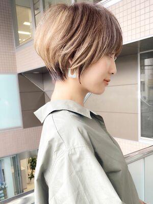前髪ありショートボブハイライトヘア