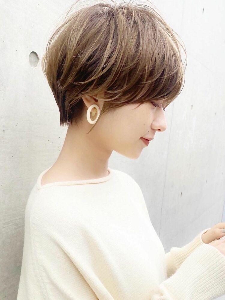大人可愛い前髪ありのひし形ハイライトショートヘア