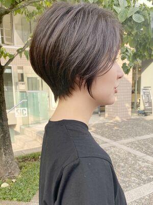 前髪長めのショートボブ