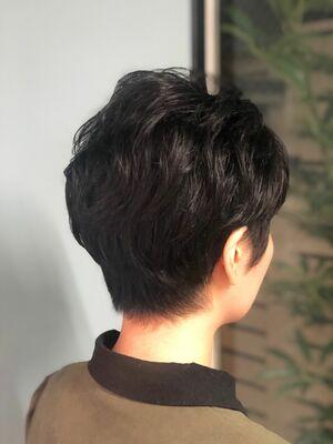 外国人風シルエットのボーイッシュなショートヘア。
