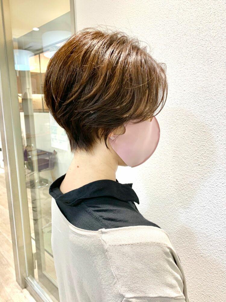 ひし形シルエットで大人可愛くショートヘア