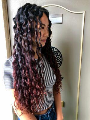 かわいい赤髪スパイラルパーマ