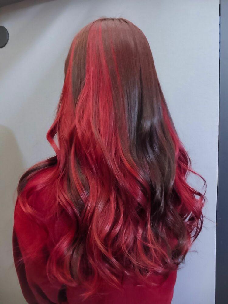 インナーの面積多めの赤髪