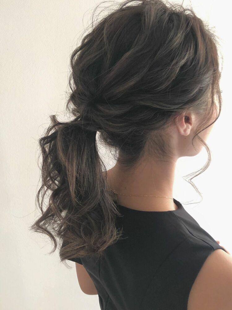 高めの柔らかポニーテールヘア