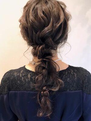 ルーズ感たっぷりな編みおろしヘア