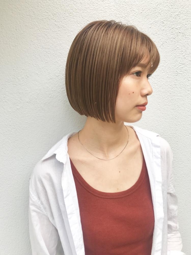 BALLOON HAIR 表参道 ぱつんとラインの巻かないミニボブ オレンジベージュハイトーンカラー