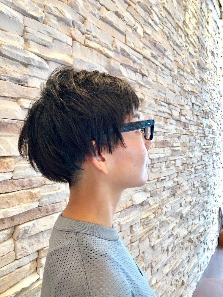 ツーブロックで、デザインした、黒髪大人カッコ良いショートヘアー。お手入れ簡単ショートスタイル。