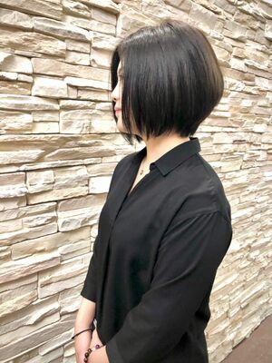 大人カッコ良い黒髪前下がりショートボブ。お手入れ簡単ショートスタイル。絶壁の方でも大丈夫、