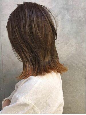 ロブスタイルに裾カラー。