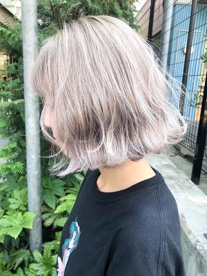 white blond bob🍨