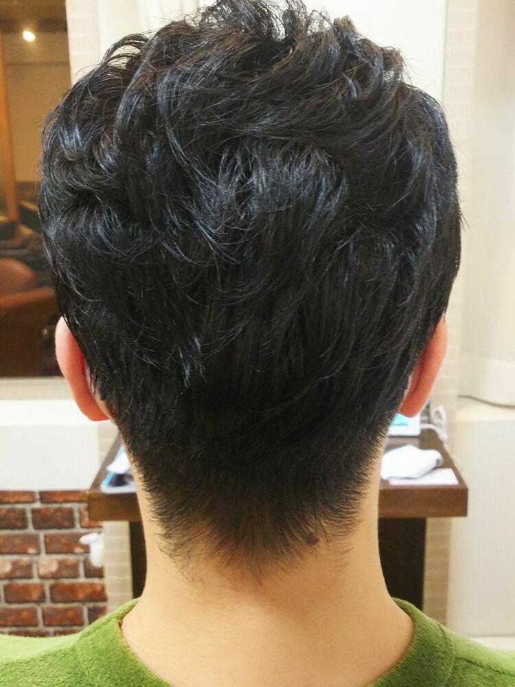 ストレートヘアーでも癖毛のようにアレンジして楽しめるパーマです。