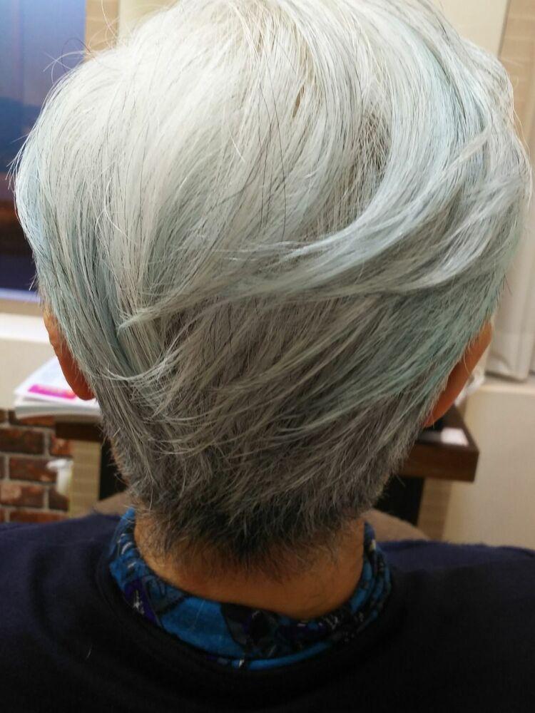 多いヘアーでもグラデーションレイヤーで気品溢れるスタイルです。