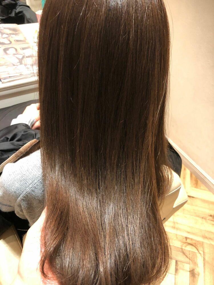 柔らか縮毛矯正でツヤサラ髪へ。カラーも同日に背術可能です