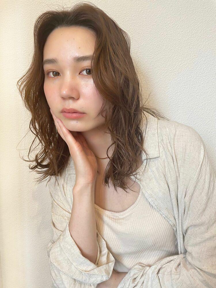 外国人風ナチュラルウェーブミディアム☆レイヤーカット☆ベージュカラー