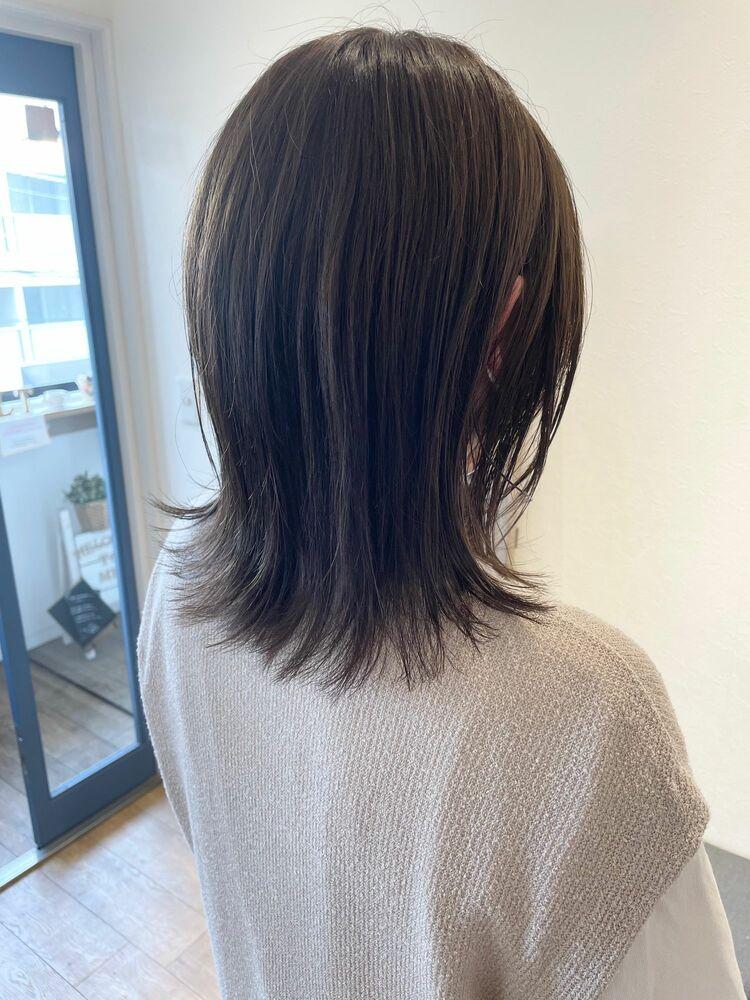 人気スタイル☆切りっぱなし外ハネくびれミディアム☆透明感オリーブベージュ