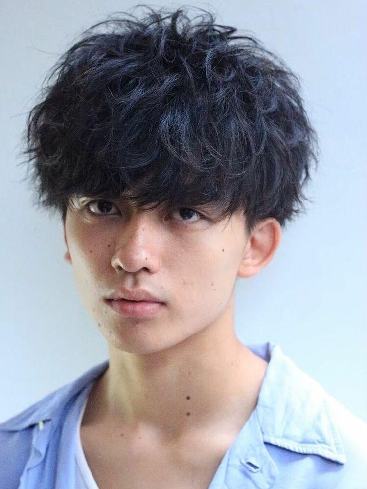 黒髪マッシュパーマスタイル