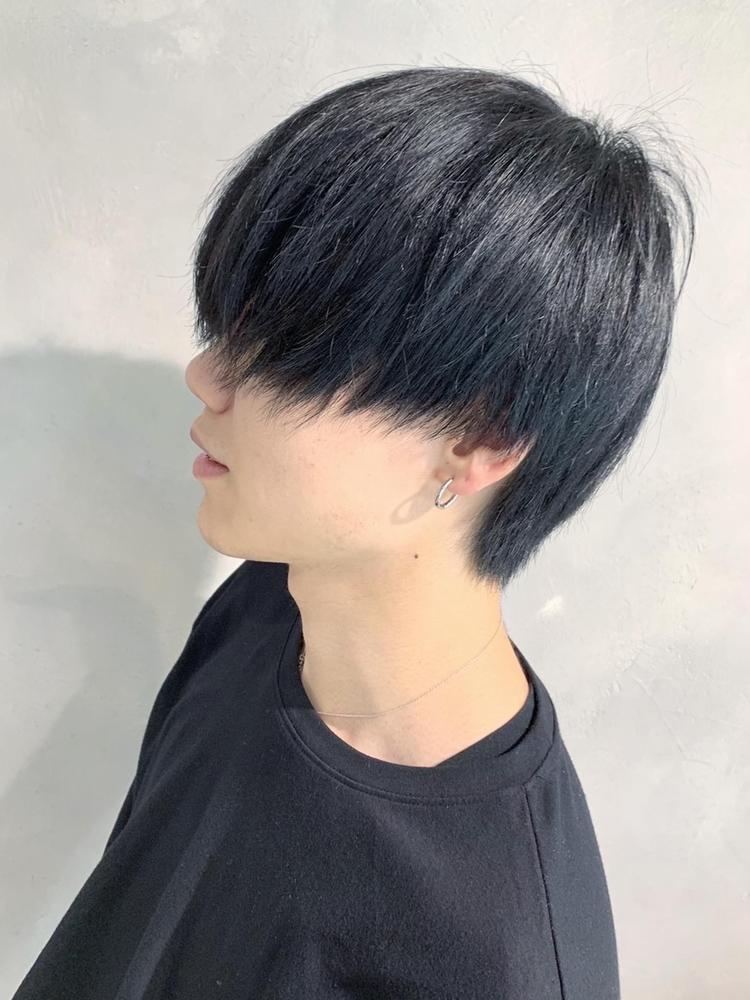 真っ黒に染めた韓流サラ髪マッシュ