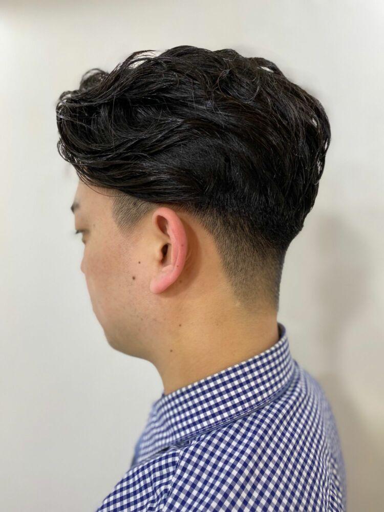 サイドとバックを刈り上げたビジネスマンの方にオススメな髪型。