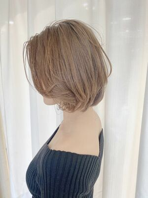 シアーベージュと韓国風ボブでナチュラルかわいい。 Instagram@allys_maria