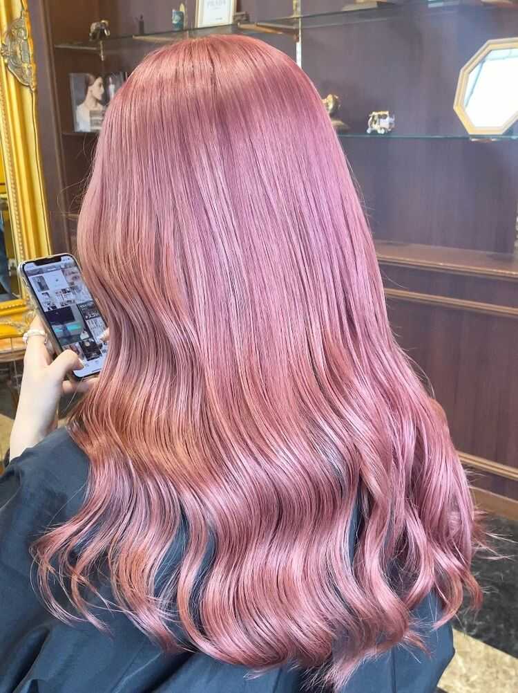 ストーレトでも巻いても可愛いピンクカラー