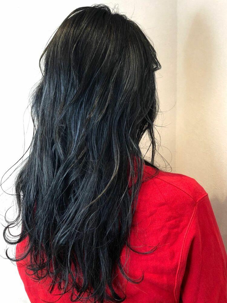 透明感たっぷりの暗髪カラー