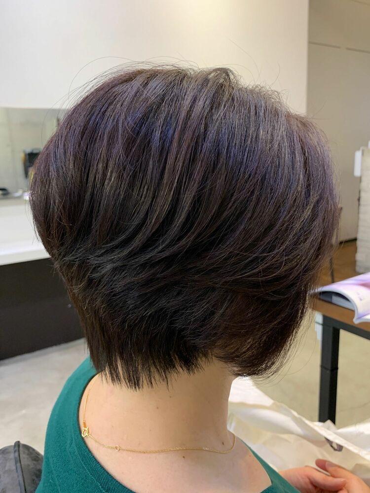 リアルなお客様 前下がりのショート。前髪長めで流すスタイル。前回のパーマを生かしてスタイリング。
