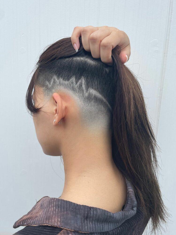 刈り上げ女子 スキンフェード ヘアタトゥー