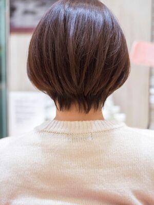 頭のカタチがきれいに見えるショートボブ・浦和の美容室トライベッカ荒巻充のショートヘア、カットが上手い