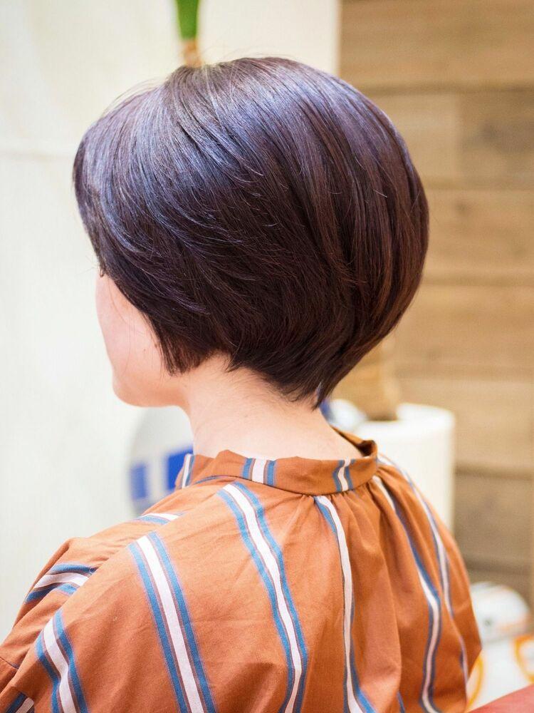 コンパクトなシルエットのショートボブ・浦和の美容室トライベッカ荒巻の頭のかたちがキレイに見えるカット
